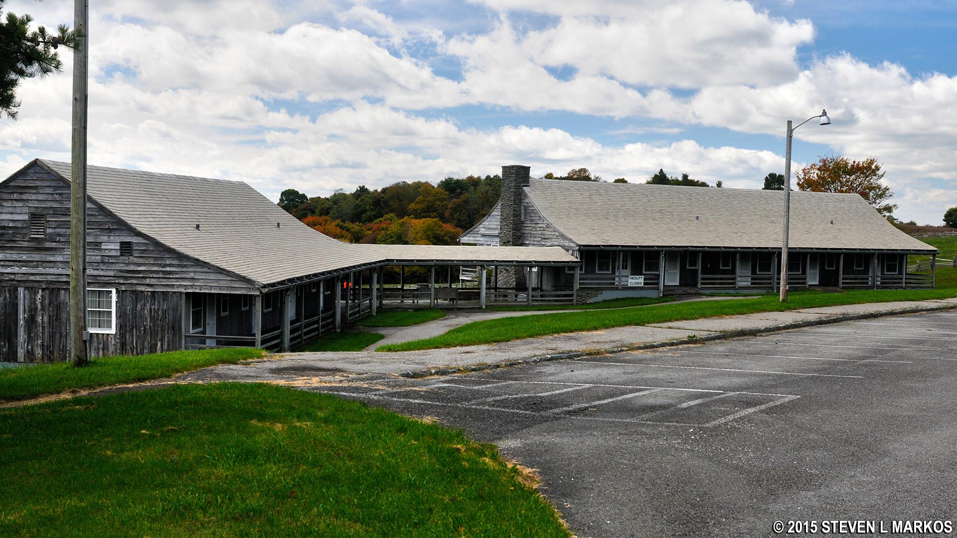 Bluffs Lodge